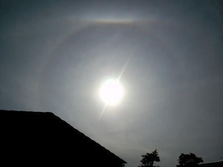 日暈と上部タンジェントアーク/2010-11-25T10:35:12-1.jpg