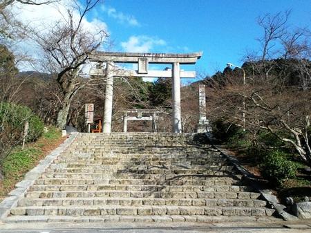 竃門神社参道と鳥居.JPG