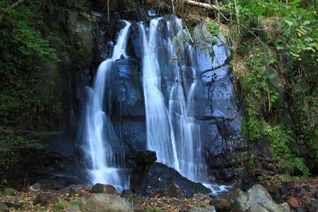 �@お茶屋跡の後ろにある滝.JPG