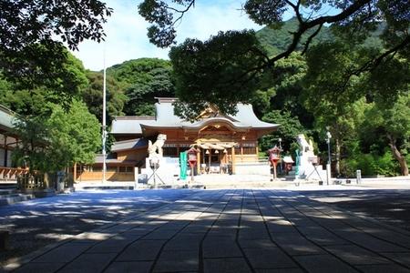 参道と社殿 (2).JPG