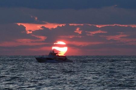 夕日と漁船 (2).JPG