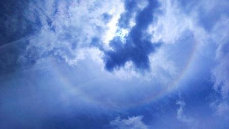 日暈 2014.4.30 12:16.jpg