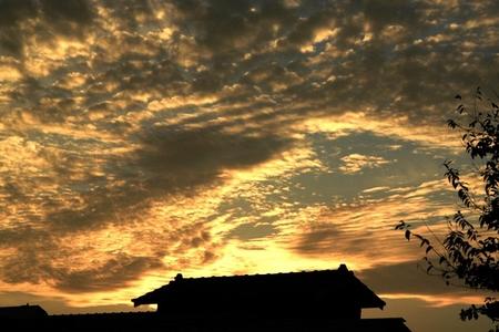 鱗雲と天つ階段.JPG