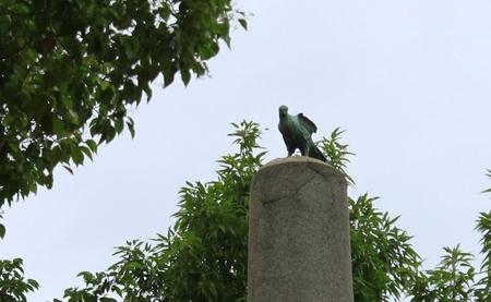 鷹の像.JPG
